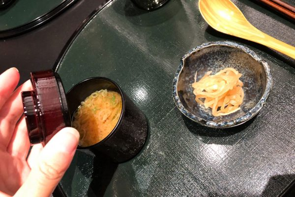 ristorante-hazama-milano-zuppa-miso-daikon-fermentato